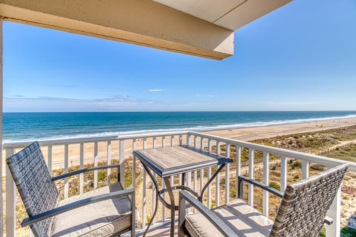 Beautifully renovated oceanfront 5th floor condo w/WiFi & cable! Family Friendly