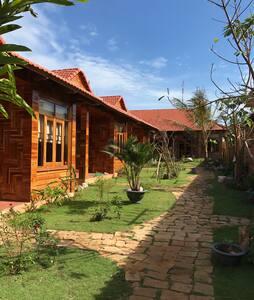 Serviced Villa 350m to Onglang beach - Thành phố Phú Quốc - 別荘