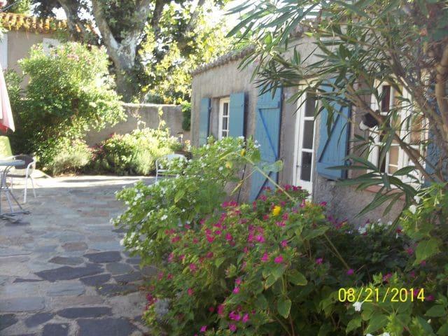 grau d agde huis met mooie tuin rustig gelegen