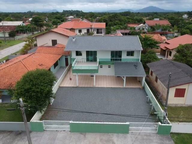 Casas mobiliadas em Itapoá - Barra do Saí