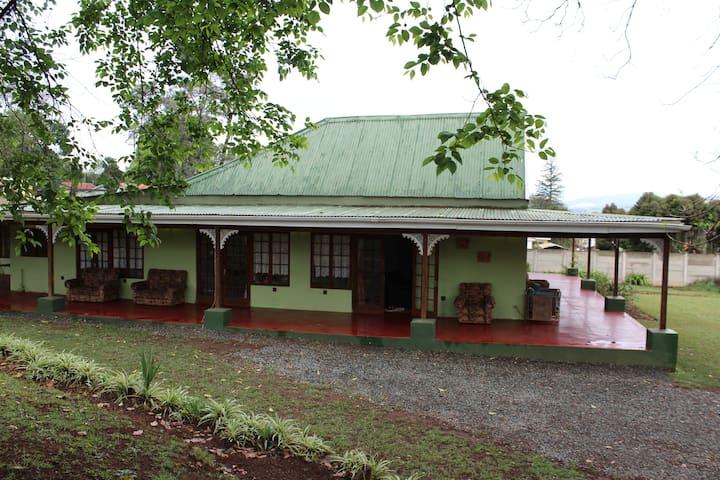 Ebukhosini Guesthouse