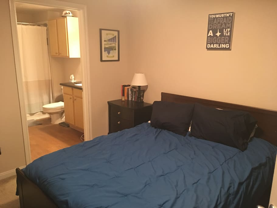 1 of 2 Queen Size beds with access to one of two bathrooms
