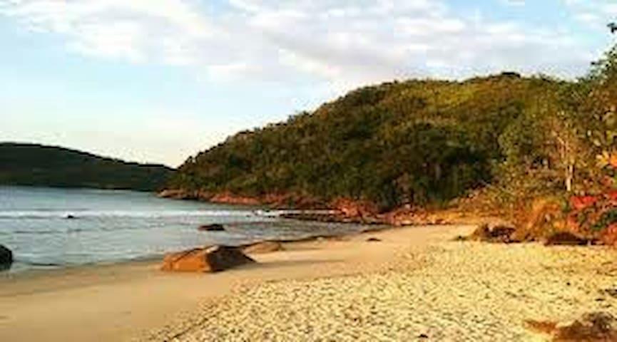 Edícula no Prumirim, perto da natureza e praia.