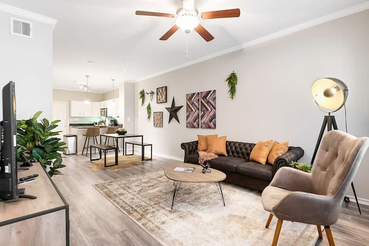 Jurny | Uptown | Touchless 1bd Prime Location