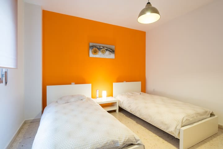 Comfortable bedroom, two single beds, Air Con & TV - Málaga - House