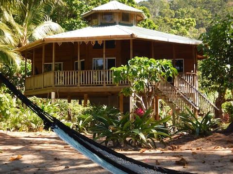 Cayos Cochinos Beach House