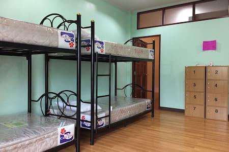 City Center 8 Beds Room with air-con (Thong Sala) - Ko Pha-ngan