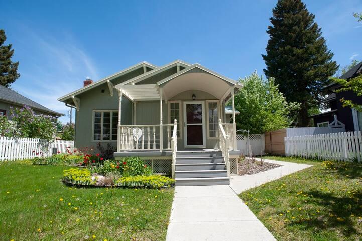 Spacious, beautiful, walkable downtown home with amazing amenities| 2 Bedroom, 3 Bathroom