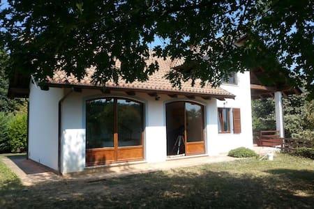 Stupenda villa immersa nel verde vicino a Torino - Cumiana - Apartment