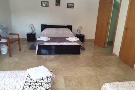 Large room for 5/6 people to Canyada, Valencia - Paterna/La Canyada - Bed & Breakfast