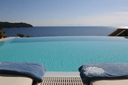 Goldie 5-Bedroom Beachfront Villa Skiathos - Skiathos - Vila
