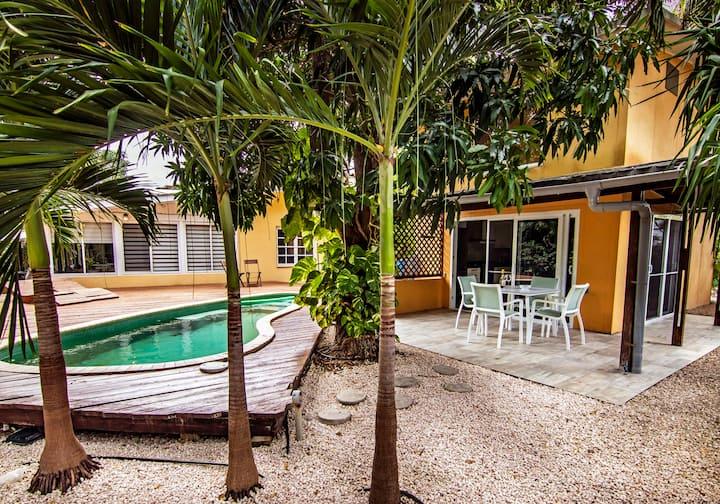 Appartement met zwembad en prachtige tuin