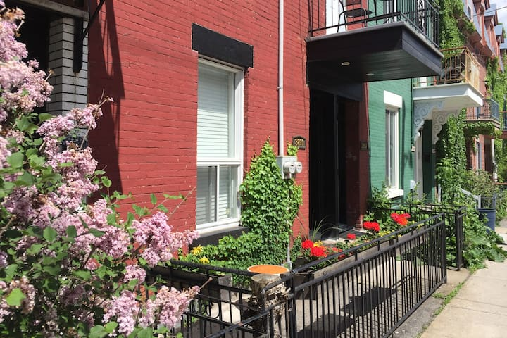 Charming Drolet Street (Double bedroom L2)