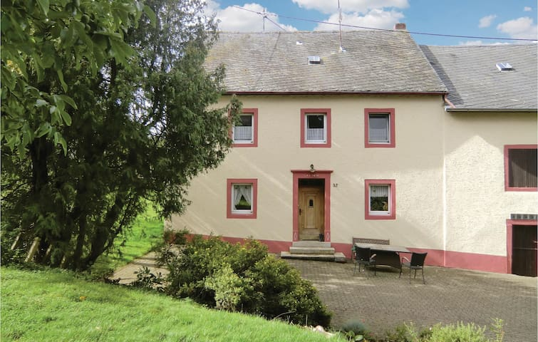 Holiday cottage with 3 bedrooms on 140 m² in Oos