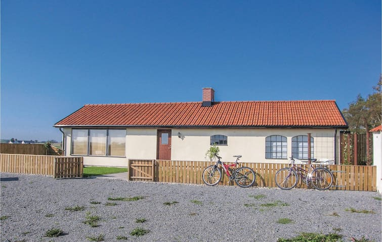 Holiday cottage with 2 bedrooms on 90m² in Glemmingebro