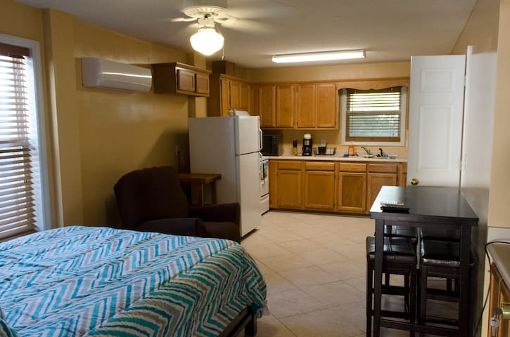 Private Kure Beach Studio Apt. with Garage Parking - Kure Beach - House