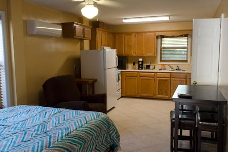 Private Kure Beach Studio Apt. with Garage Parking - Huis