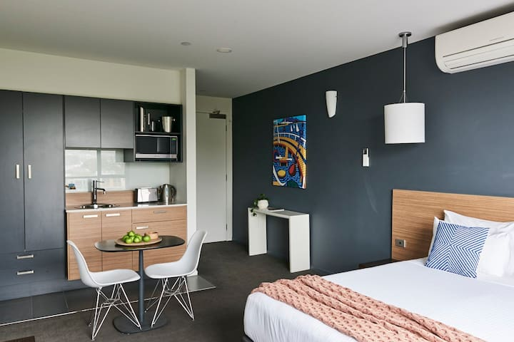 WEEKLY 7 DAY STAY STUDIO APARTMENT GEELONG CITY
