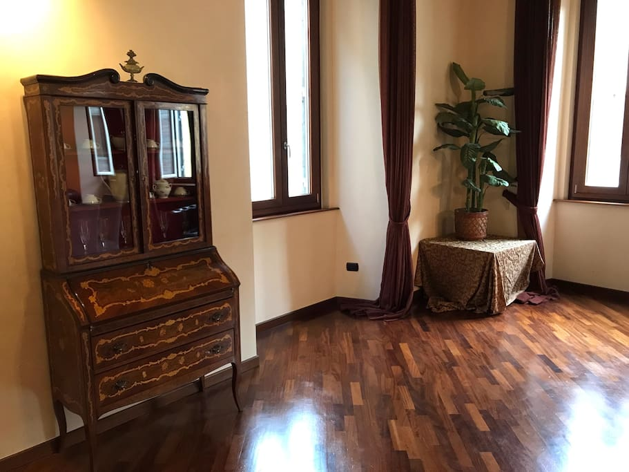 Living room with view over Via del Corso