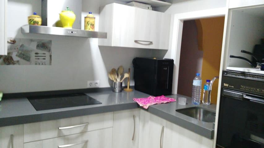 Sencillo y práctico bien situado cerca de Alameda - Sevilla - Apartemen