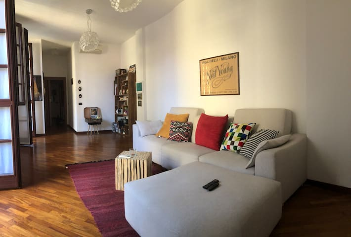 Cozy and big apartment with terrace Navigli area