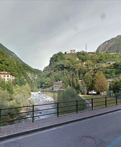 Il torrente Mallero che scorre vicino a casa e rinfresca l'estate.