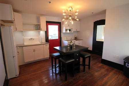Upgraded historic home with all the amenities! - Leesburg - Casa