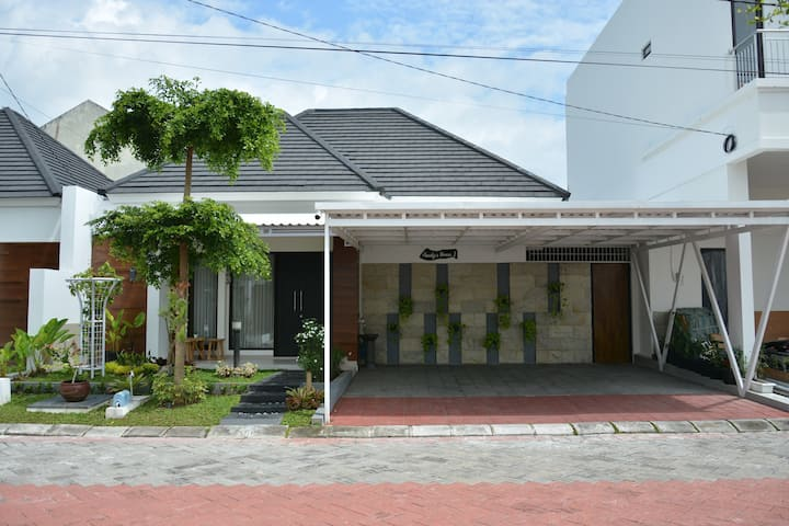 Audy's House 1  Jl. Godean Km.7
