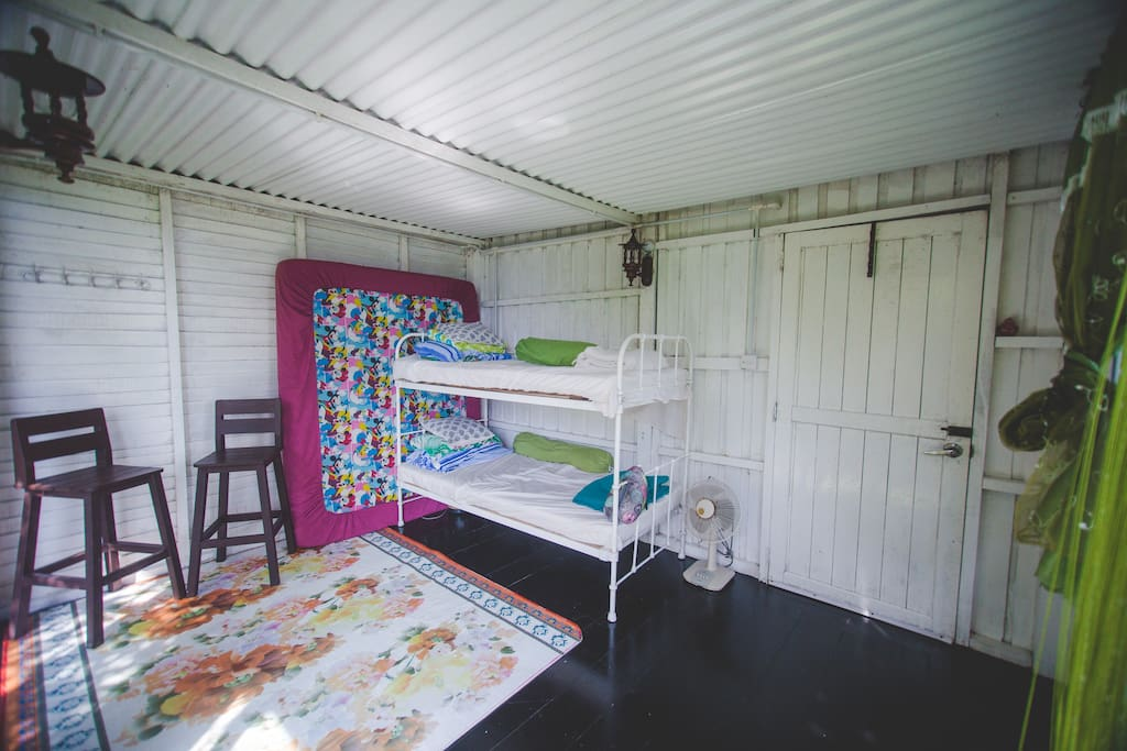 bunkbed and floor mattress