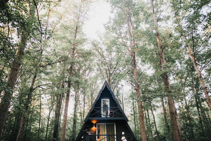 The Triangle: A-Frame Cabin for your city retreat