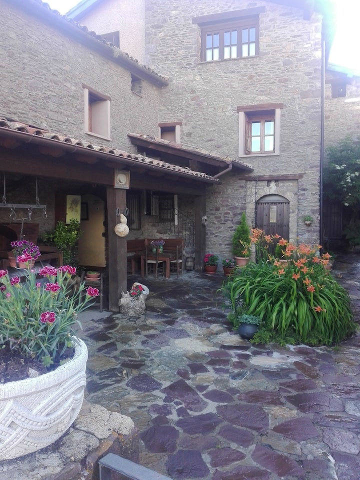 Apartment with 2 bedrooms in Ardanué, with wonderful mountain view and furnished garden