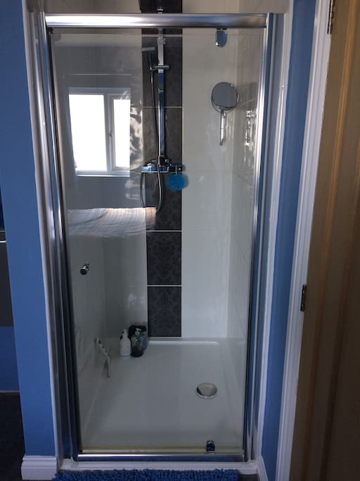 1200 x 900  double shower