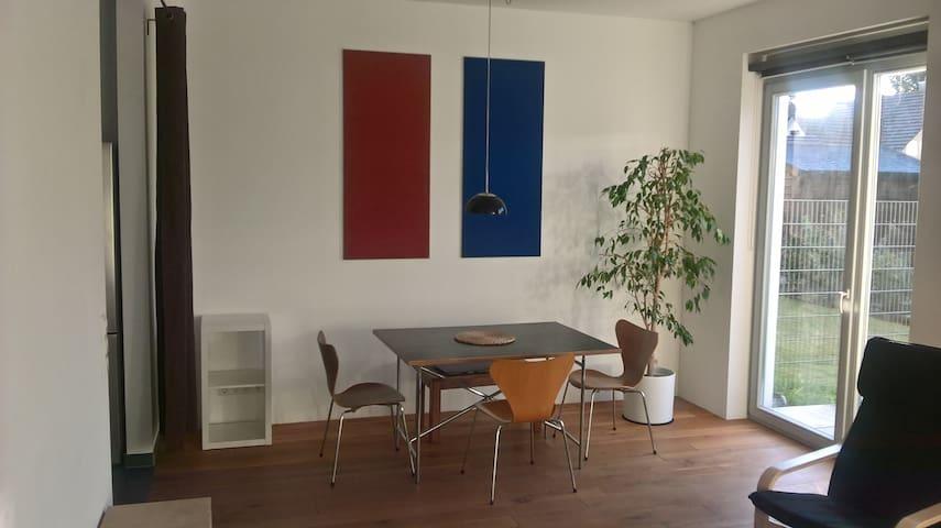 1 Zimmerapartment mit Garten