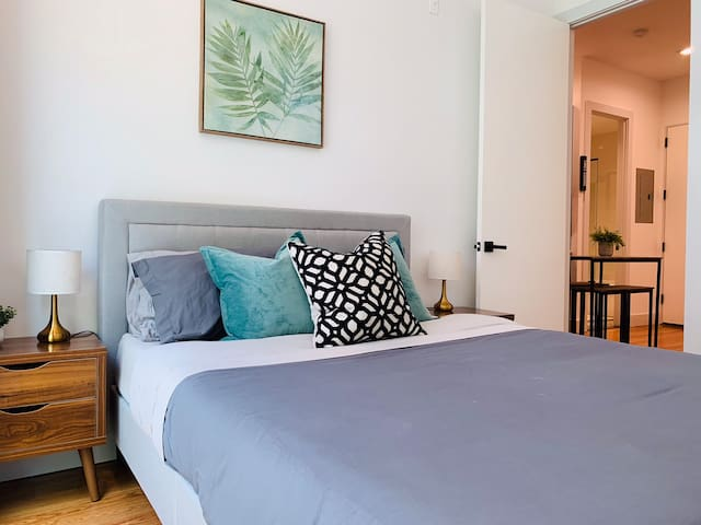 Clinton Hill Modern 2 Bedroom with Balcony