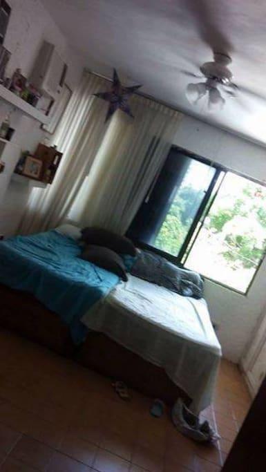 Recamara con dos camas individuales, vestidor y baño propio completo.