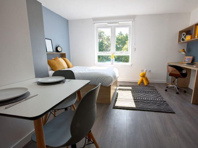 Clean and Bright Apartment in Aberdeen