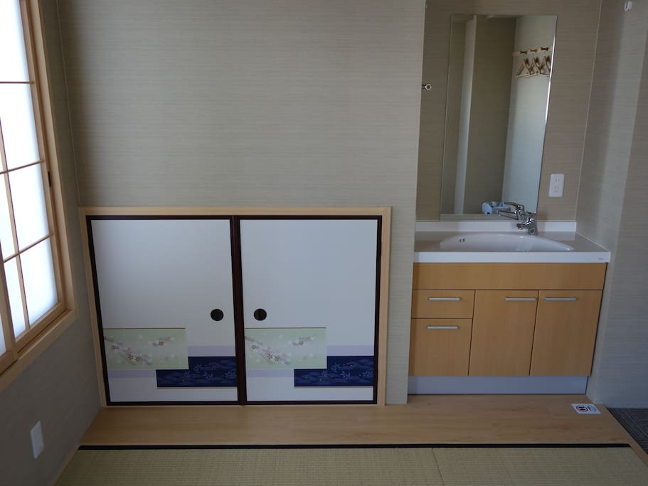 Tatami Room: Private Sink