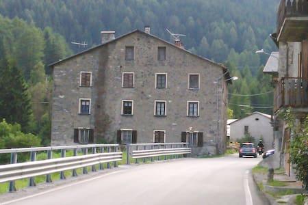 Stanza condivisa vicino a Bormio - Seghetto - Kollégium