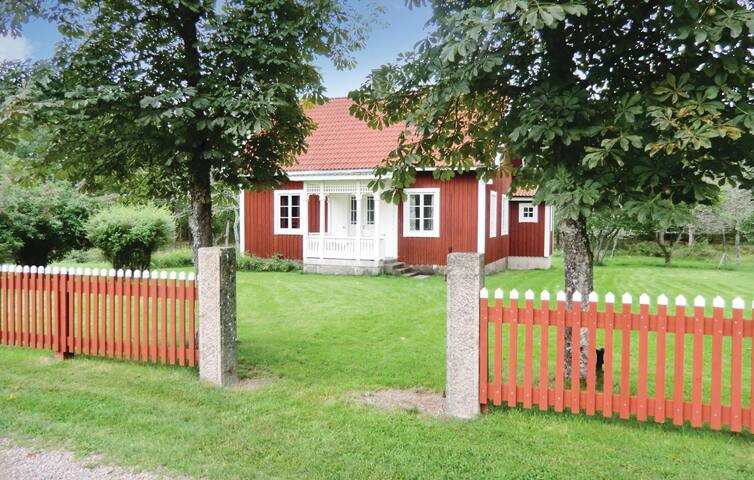 Holiday cottage with 2 bedrooms on 65m² in Blomstermåla