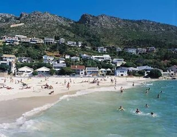 Gordon's Bay Cape Town - Beach House (6 sleeper) - Cape Town