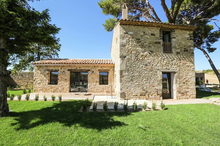 Exceptional holiday home with private swimming pool, in the middle of the vineyards