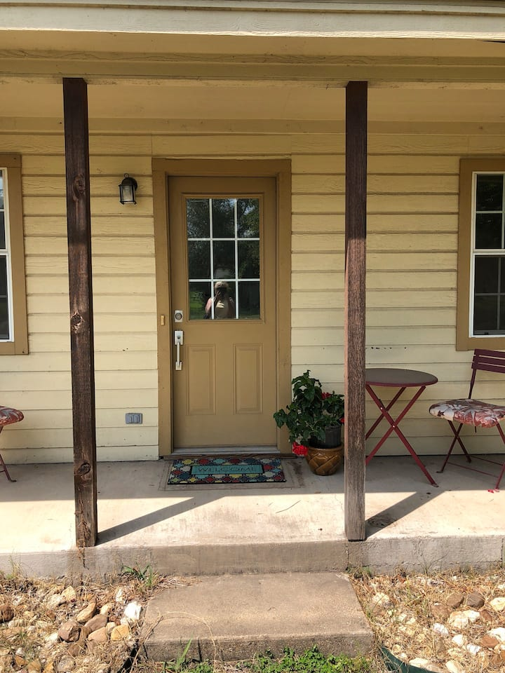 Pearl Street Cottage-Perfect Location Near Square!