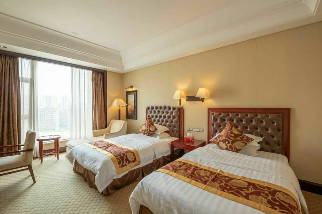 卧室:1.35米单人大床两张