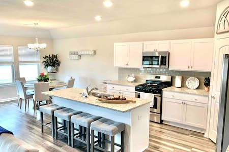 BRAND NEW Fully Furnished Home - Comfortable For 8