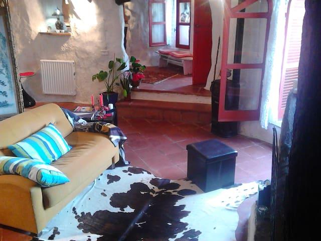 casa sulla rupe in Calcata