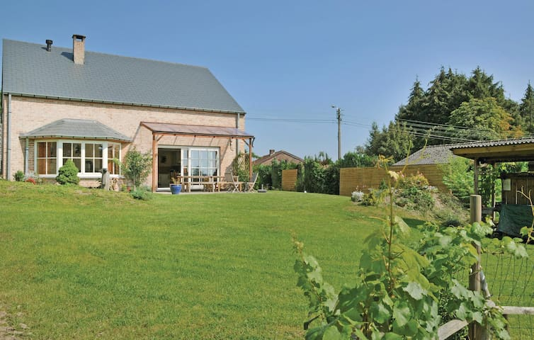 Holiday cottage with 5 bedrooms on 220 m²