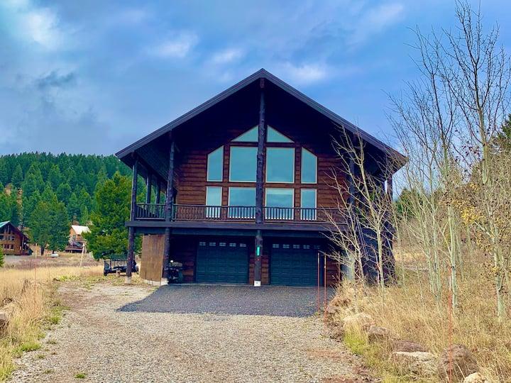 Alaskan Moose Lodge-10 Miles 2 YNP+Hot tub+Wifi+AC