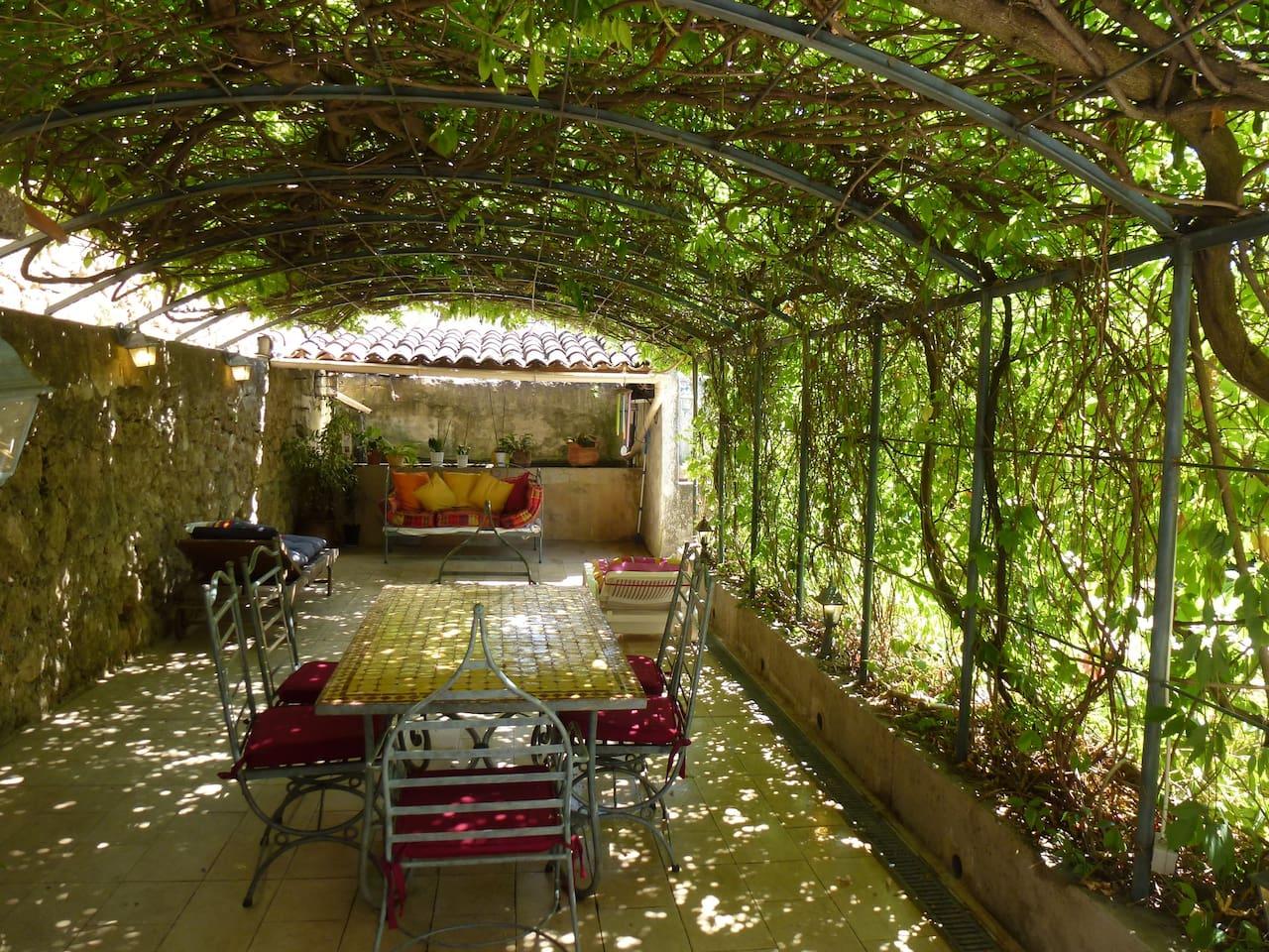 terrasse ombragée où prendre les repas
