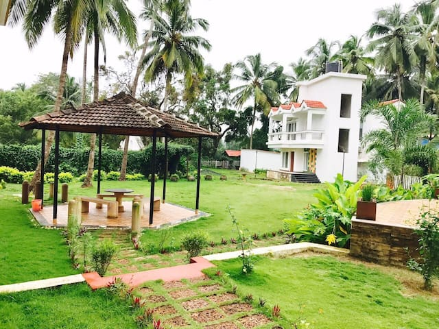 Luxury Villas Near Baga Beach Goa