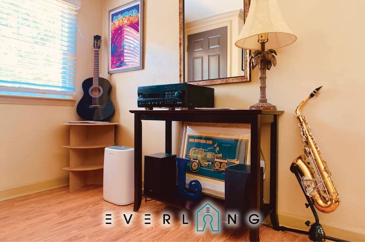 Music Loft, dogs welcome! Walk to restaurants min to UPTOWN or Matthews